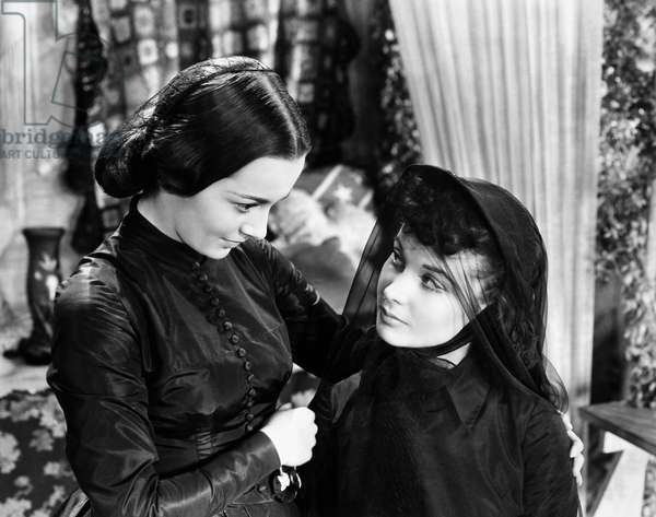 GONE WITH THE WIND, 1939 Olivia de Havilland, as Melanie, consoling Vivien Leigh, a widowed Scarlett O'Hara, in a scene from the film.