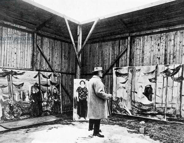Edvard Munch in his open air studio (b/w photo)
