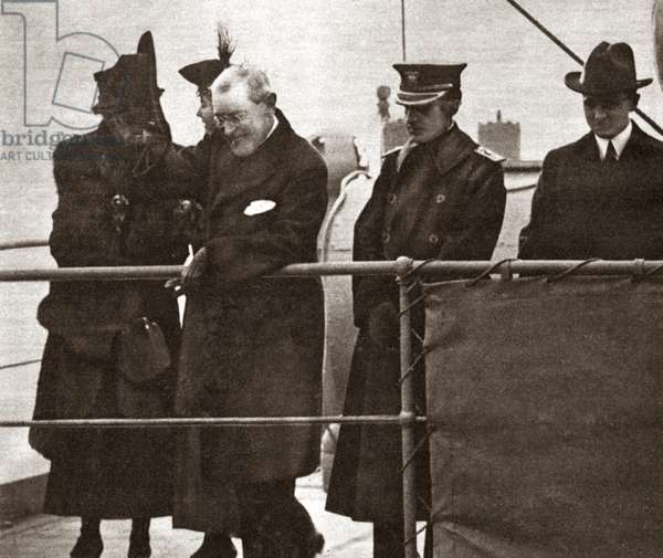 WORLD WAR I: PRESIDENT President Wilson from the deck of the George Washington removes his hat in recognition of a cheering crowd in Hoboken, New Jersey. Photograph, c.1919.