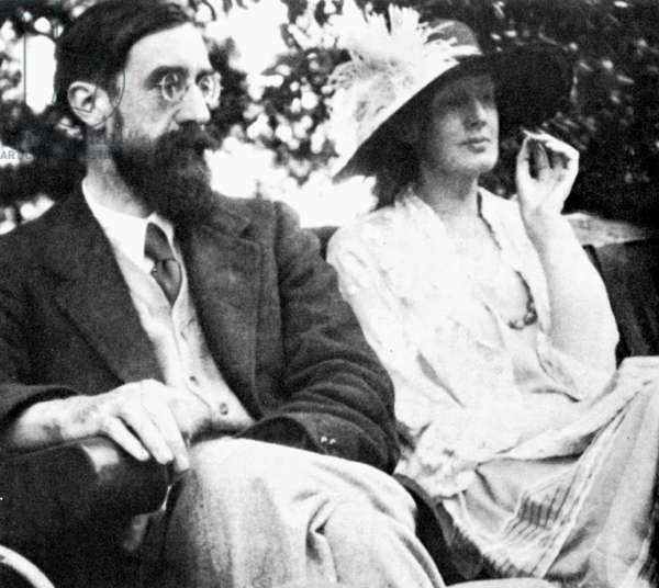 STRACHEY AND WOOLF British writers Lytton Strachey (1880-1932) and Virginia Woolf (1882-1941).