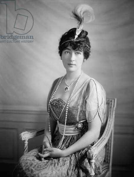 EVALYN WALSH McLEAN (1886-1947). American mining heiress and socialite. Photographed wearing the Hope Diamond, c.1920.