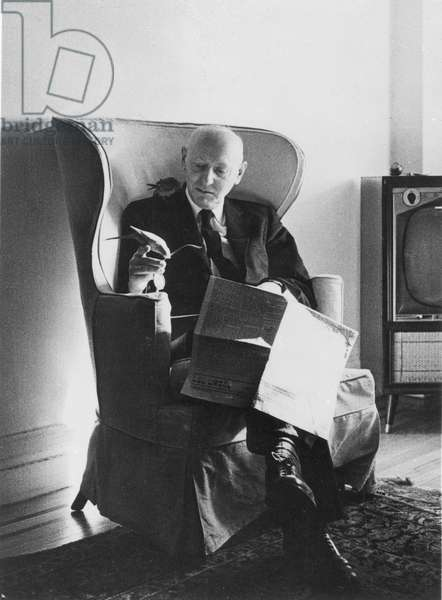 ISAAC BASHEVIS SINGER (1904-1991). American (Polish-born) writer. Photographed by Alfred Sundel.