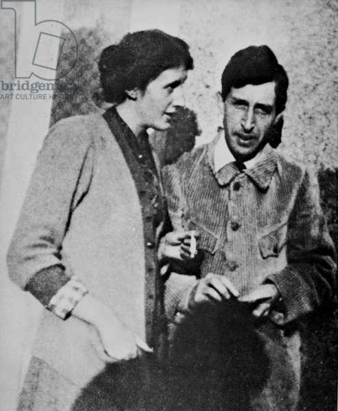 VIRGINIA AND LEONARD WOOLF English writers; photographed in 1914.