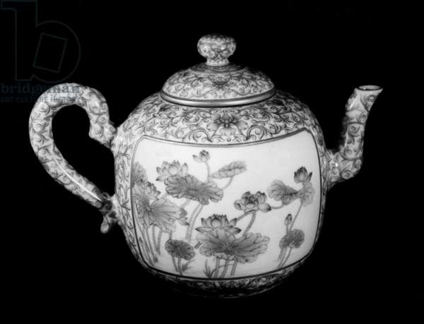 CHINA: TEAPOT A painted ceramic teapot made during the reign of Chien-Lung, 1735-1796.