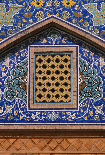 The Imam Mosque, decorative tilework (photo)