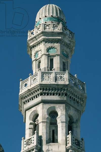 Detail of a minaret (photo)