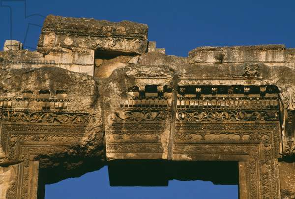 Temple of Bacchus, detail of the door lintel, High Imperial Period (27 BC-395 AD) (photo)