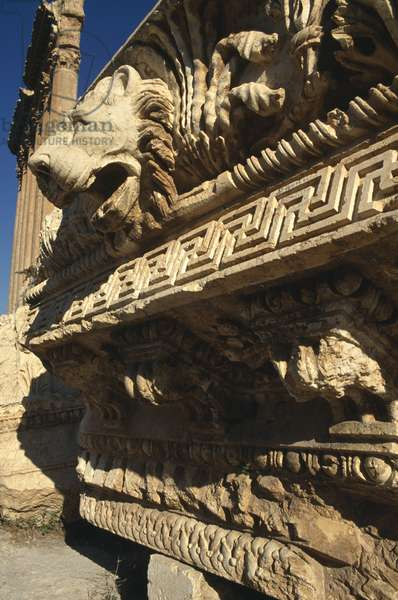 Temple of Jupiter, the entablature, High Imperial Period (27 BC-395 AD) (photo)