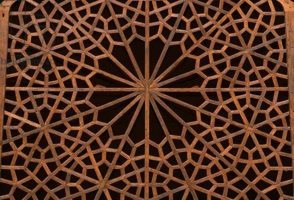 Wooden peirced screen (photo)