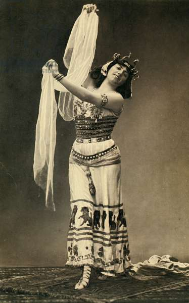 Salome Krucenischi in the role of Salome The dance of sails on the music of Richard Strauss photograph from the magazine Le Theatre 1908
