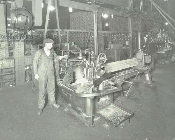 Central Repair Depot: bar cutting saw, 1932 (b/w photo)