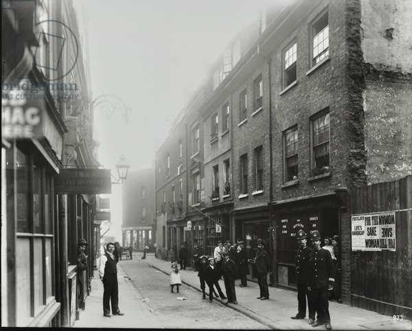 Queen Street: looking to Tower Hill, 1900 (b/w photo)