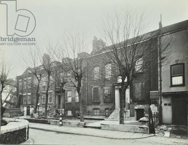 31-35 Stepney Green: front elevations, 1942 (b/w photo)