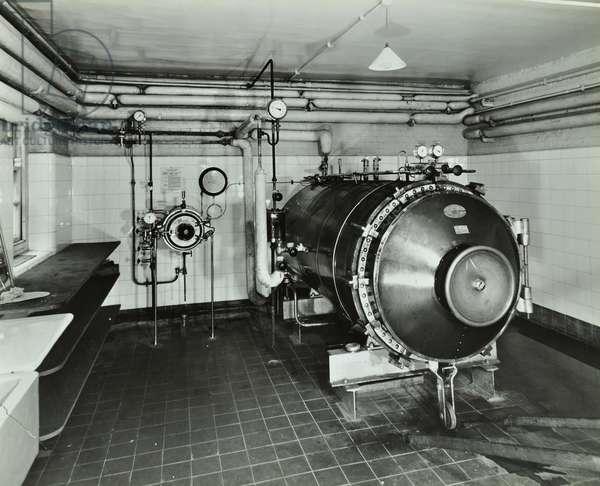 Hammersmith Hospital: steriliser, closed, 1938 (b/w photo)