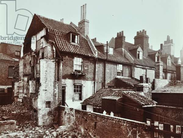 New Square: rear elevations, south side, London, 1906 (b/w photo)