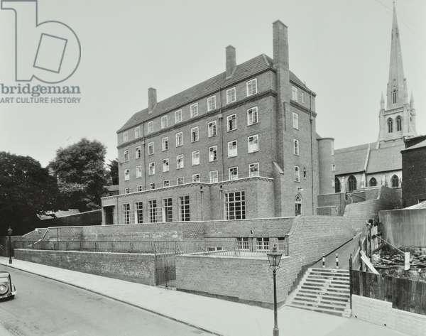 New End Hospital: exterior, 1939 (b/w photo)