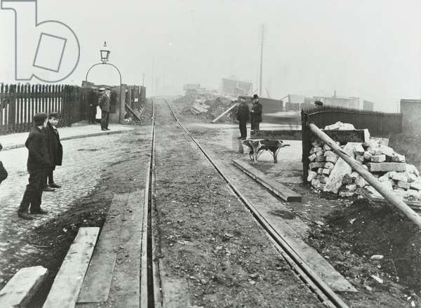 Wick Lane level crossing, 1904 (b/w photo)