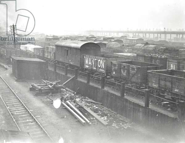 Bricklayers Arms Goods Station: wagons, 1924 (b/w photo)
