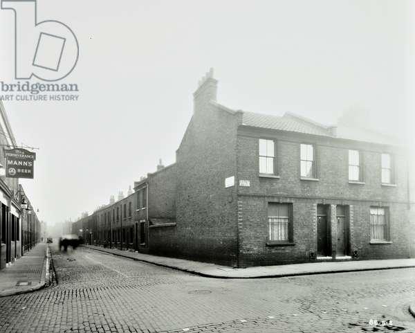 Barnet Grove, Bethnal Green, 1938 (b/w photo)