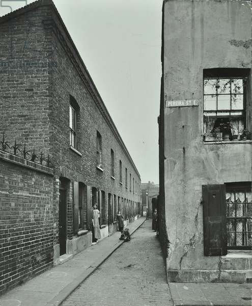 Neath Place, Bethnal Green, by Pereira Street, London, 1913 (b/w photo)