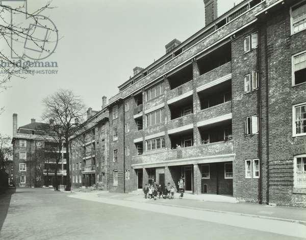 Kingshold Estate, London, 1933 (b/w photo)