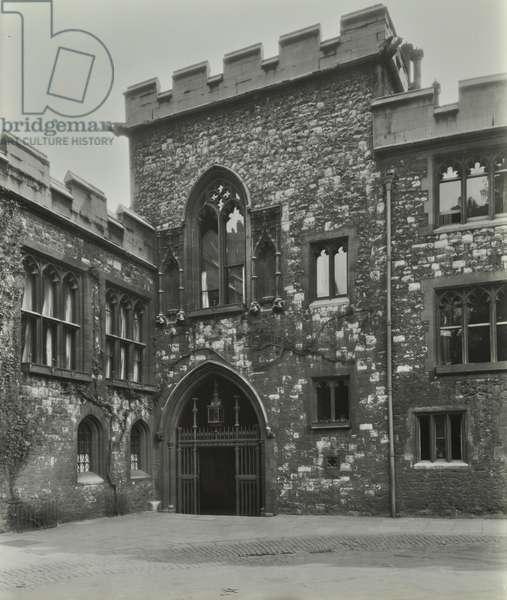 Dean's Yard, Westminster LB: gateway, 1933 (b/w photo)