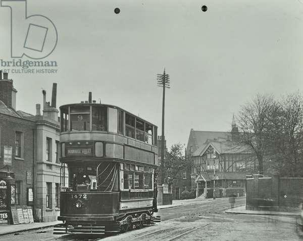 The 1472 electric tram to Moorgate Street, 1913 (b/w photo)