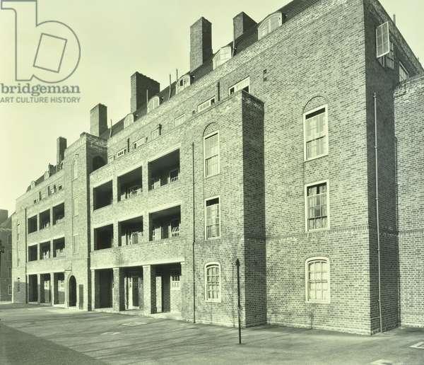 Shore Estate, exterior of Kendal House, London, 1929 (b/w photo)