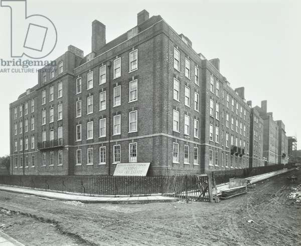 East Hill Estate: exterior of Whitby Houses, London, 1926 (b/w photo)