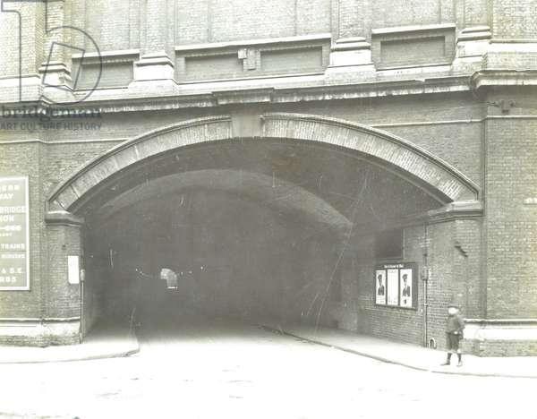 Weston Street Tunnel: view from St Thomas' Street, 1930 (b/w photo)