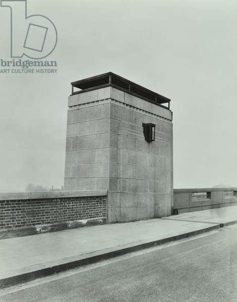 Wandsworth Bridge: pylon , 1941 (b/w photo)