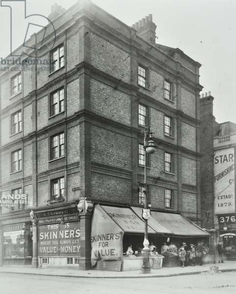 North End Road: corner of Dawes Road and North End Road, London, 1917 (b/w photo)