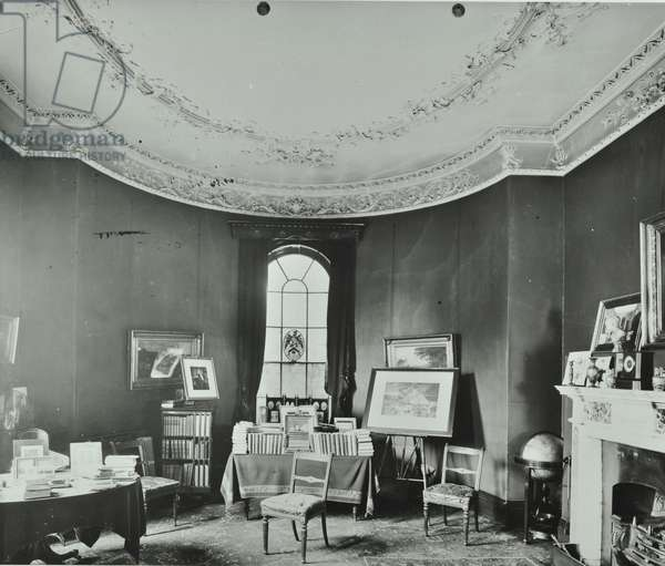 Battersea Rise: Battersea Rise house, schoolroom, 1907 (b/w photo)