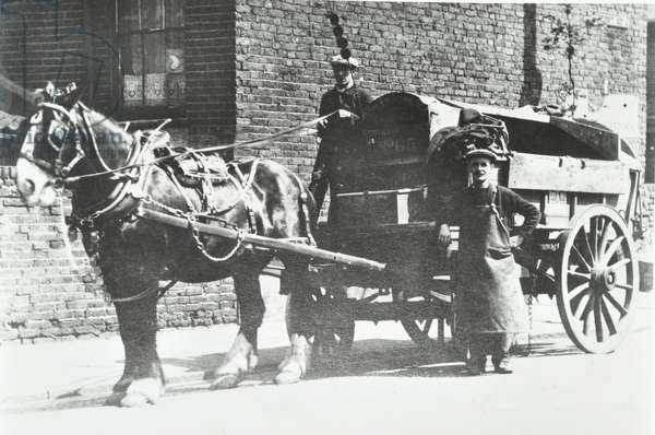 Horse-drawn dustcart, 1929 (b/w photo)