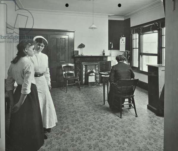 Fulham Medical Treatment Centre: eye testing, 1914 (b/w photo)