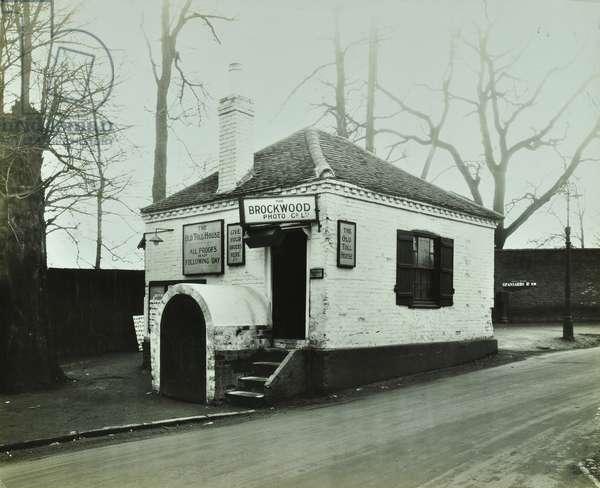 Toll gatehouse, Spaniards Road, Hampstead, 1929 (b/w photo)