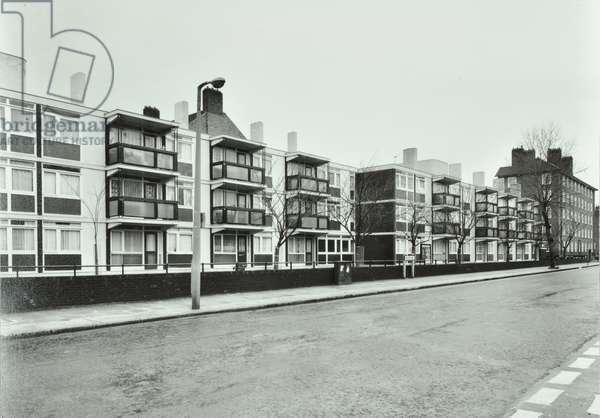 Wellington Estate, Bishop's Way, Tower Hamlets, London, 1976 (b/w photo)
