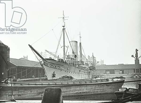 Istar: in East India Dock, London, 1928 (b/w photo)
