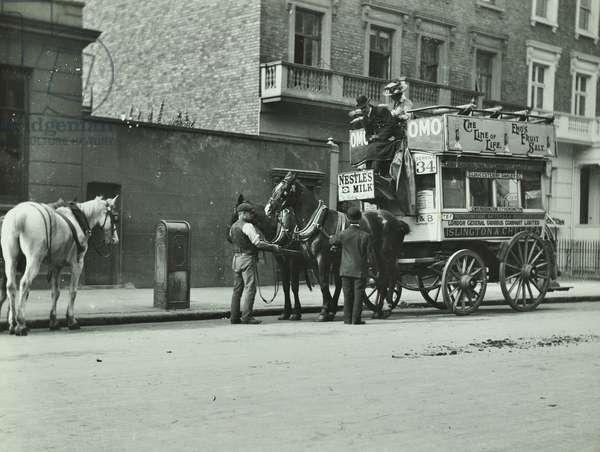 Horse-drawn omnibus at Oakley Street, Chelsea, 1911 (b/w photo)
