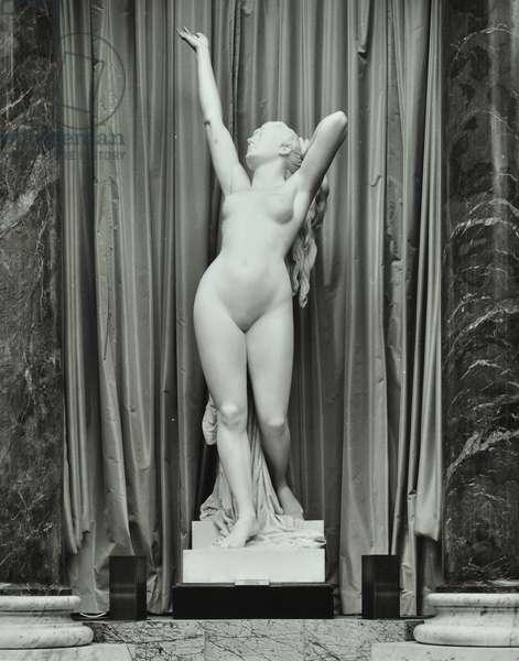 Statue of Hypater, Drapers' Hall, Throgmorton Avenue, City of London, 1977 (b/w photo)