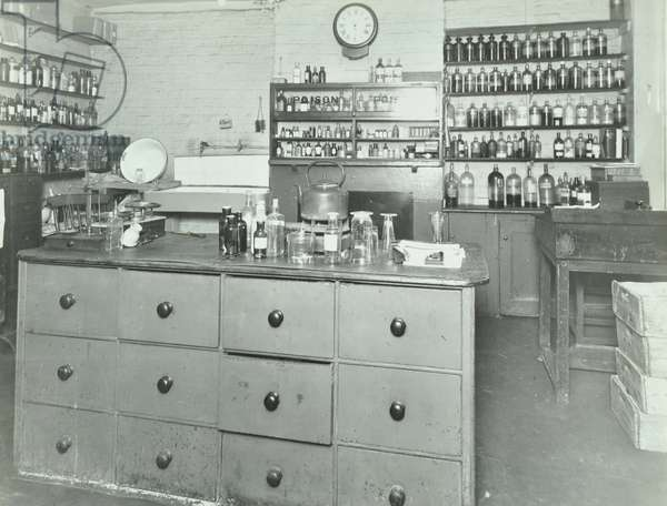 Barnes Road Relief Station: old dispensary, 1938 (b/w photo)