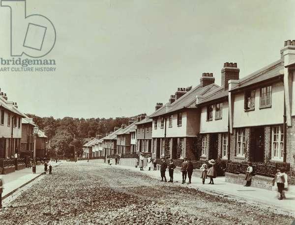 Totterdown Estate: Derrington Street, London, 1907 (b/w photo)