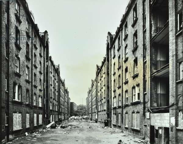 Brady Street Dwellings, Brady Street, Tower Hamlets, London, 1978 (b/w photo)