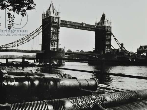Tower Bridge, with cannon in the foreground, 1935 (b/w photo)