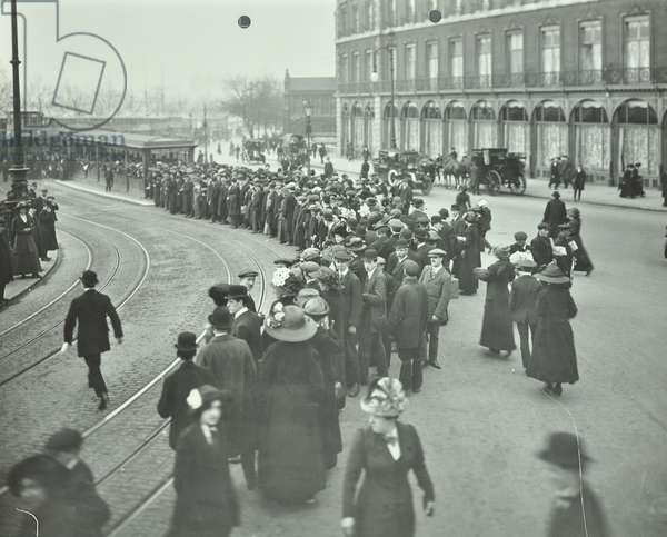Queues at a tram stop at Blackfriars, 1912 (b/w photo)