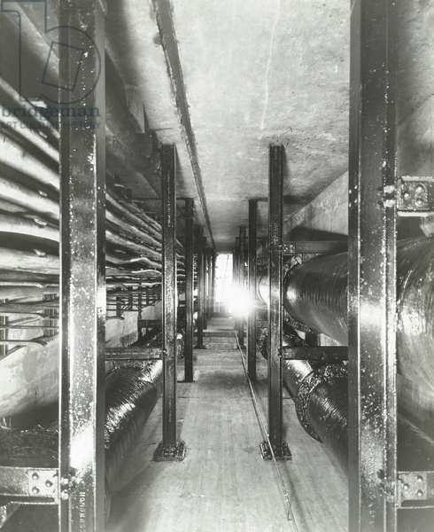Pipe subway, Marble Arch, 1938 (b/w photo)