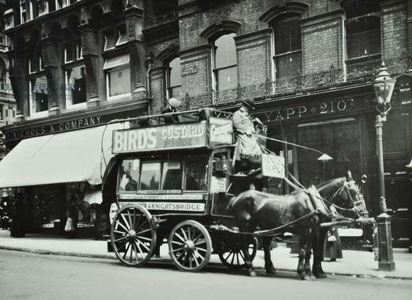 Horse-drawn omnibus at Sloane Street, 1910 (b/w photo)