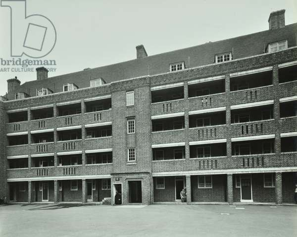 Browning Estate: exterior of flats, London, 1935 (b/w photo)
