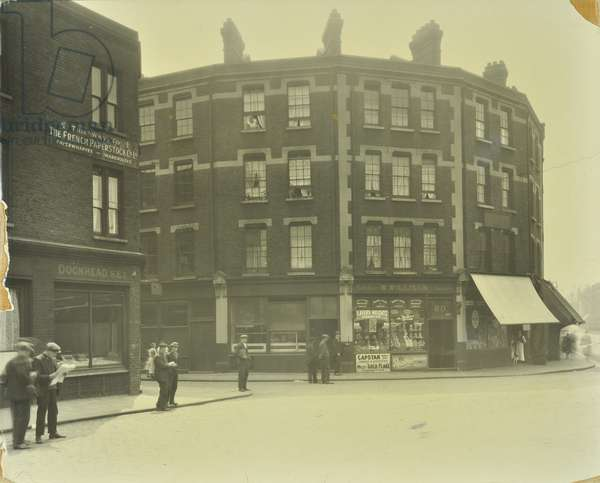 Parker's Row: corner of Hickman's Folly and Parker's Row, London, 1927 (b/w photo)