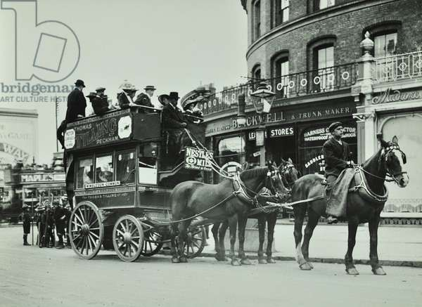 Putney to Wimbledon horse-drawn omnibus at foot of Putney Hill, 1912 (b/w photo)